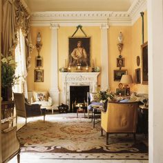 True British design: David and Evangeline Bruce's Albany London living room in the late designed by the Colefax and Fowler co-founder John Fowler. Photo by Derry Moore Traditional Interior, Classic Interior, London Living Room, 1980s Design, Design Salon, Interior Decorating, Interior Design, Interior Plants, Decorating Ideas