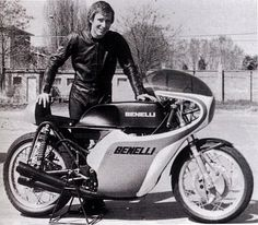 PRL Jarno Saarinen presenting the Benelli 500 cc 4 cylinder. Motorcycle Racers, Retro Motorcycle, Moto Bike, Racing Motorcycles, Vintage Motorcycles, Classic Motorcycle, Cafe Racing, Road Racing, Moto Guzzi
