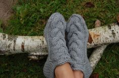 These socks/ slippers are knitted from 60 % wool and 40 % acrylic yarn. These socks are very thick, warm and cozy. These are hand-knitted. Sizes : US Knitting Wool, Knitting Socks, Knitting Needles, Free Knitting, Knitting Patterns, Knitted Slippers, Wool Socks, Slipper Socks, Knitting For Beginners
