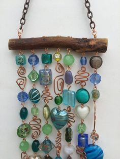 This glass beaded wind chime and sun catcher is the perfect way to brighten your. - This glass beaded wind chime and sun catcher is the perfect way to brighten your patio, yard, a kitc - Wire Crafts, Fun Crafts, Arts And Crafts, Beaded Crafts, Baby Crafts, Garden Crafts, Garden Art, Carillons Diy, Sun Catchers