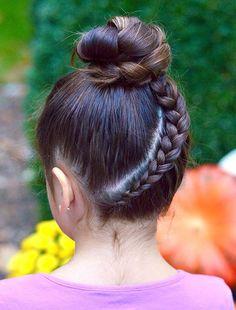 Upside down lace braid into braided bun style for women 2019 lace braided bun tutorial! Braided Bun Hairstyles, Bun Updo, Hairstyles Haircuts, Cool Hairstyles, Updo Hairstyle, Braided Bun Tutorials, Texturizer On Natural Hair, Lace Braid, Hair Knot