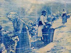 VINDIMA – Painel de azulejos da autoria de J. Oliveira, encomendados à Fábrica Aleluia, de Aveiro, em 1937. Estação da CP de Pinhão.