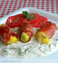 Császárszalonnába göngyölt tört burgonya Potato Recipes, Fresh Rolls, Hamburger, Sushi, Bacon, Potatoes, Ethnic Recipes, Food, Potato
