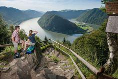 Ein Fluss, der eine eigene Welt ist - Die Donau als mitreißendes Ausflugsziel für Radler, Parkfreunde, Weitwanderer, Kulturentdecker, Weingenießer und Schiffspassagiere. Mehr dazu hier: http://www.nachrichten.at/reisen/Ein-Fluss-der-eine-eigene-Welt-ist;art119,1763669 (Bild: WGD Donau Oberösterreich Tourismus/Hochhauser)