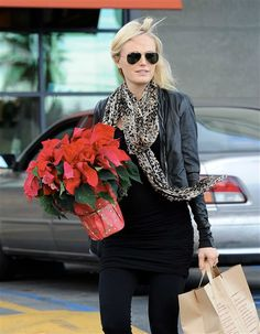 Malin Akerman picks up some poinsettias at a grocery store in Los Angeles on Dec. 18, 2012. See more celebs on Wonderwall: http://on-msn.com/U4JegD