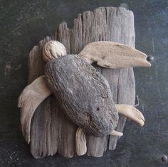 Driftwood Sea Turtle by AshleyTSamson on Etsy Driftwood Beach, Driftwood Art, Driftwood Table, Seashell Crafts, Beach Crafts, Ocean Turtle, Turtle Beach, Sea Turtles, Deco Marine
