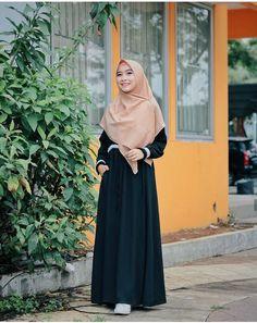 Fashion Mumblr, Modern Hijab Fashion, Hijab Fashion Inspiration, Islamic Fashion, Abaya Fashion, Muslim Fashion, Modest Fashion, Fashion Dresses, Casual Hijab Outfit
