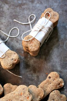 How to Make a Carrot & Banana Natural Dog Treat Recipe      http://diyhomesweethome.com/how-to-make-a-carrot-banana-natural-dog-treat-recipe/