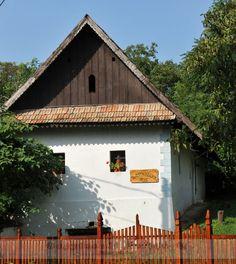 Folk architecture of Hungary – Fronts | Zoltán Bagyinszki photographer Hungary, Architecture Art, Folk, Farmhouse, Cottage, Europe, Cabin, Homes, Traditional
