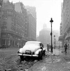 """Francesc Català-Roca / """"Gran Vía Nevada"""", Madrid, 1950"""