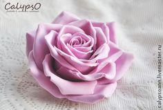 """Заколка для волос """" La vi en Rose"""" - брусничный,цветы из глины,Калипсо"""