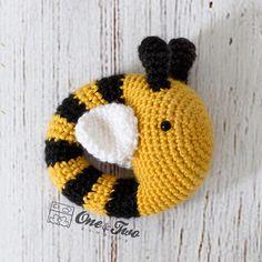 Ravelry: Bee Rattle pattern by Carolina Guzman Crochet Bee, Crochet Gifts, Crochet Toys, Crochet Flowers, Cute Bee, Easy Crochet Patterns, Amigurumi Patterns, Baby Patterns, Types Of Yarn