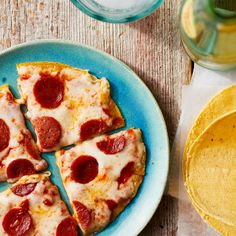 Mini Pepperoni Pizza Make a snack-sized pizza fast and easy with corn tortillas instead of a traditional dough or crust. This snack recipe is so easy, the kids will like helping make it as much as they'll love to eat it. Healthy Pizza, Healthy Muffins, Healthy Snacks For Kids, Healthy Foods To Eat, Healthy Dinner Recipes, Snack Recipes, Healthy Appetizers, Eating Healthy, Free Recipes
