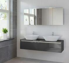 Prachtig badmeubel met 2 waskommen en een spiegelkast