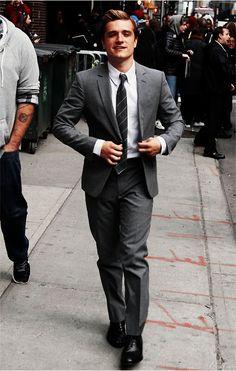 That Josh Hutcherson, so much flash, just like Peeta Mellark ; Josh Hutcherson, Pretty People, Beautiful People, Attractive Guys, Gorgeous Men, He's Beautiful, Star Wars, Man Crush, Hunger Games