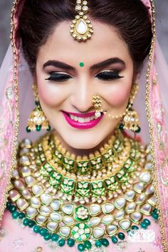 Breathtaking jewellery necklace with green beads for an Indian wedding. See more… Breathtaking jewellery necklace with green beads for an Indian Wedding Makeup, Indian Wedding Jewelry, Indian Jewelry, Indian Weddings, Indian Wedding Bride, Bridal Makeup Looks, Bridal Looks, Bridal Style, Bridal Beauty