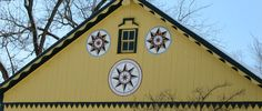 """Hex Signs of the Pennsylvania Dutch Country About 300 years ago, groups of peasant farmers from the Rhine region of Germany migrated to southeastern Pennsylvania. These settlers came to take advantage of religious freedom being offered by William Penn. They included settlers of plain dress -Amish and Mennonites – and others of more """"worldly"""" …"""