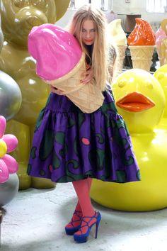 "Model with DEMO's Pop Art ""HELADO """