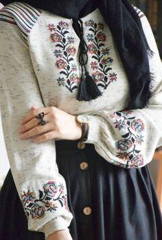 Source by DanielleyKatherine. Muslim Fashion, Modest Fashion, Skirt Fashion, Fashion Outfits, Hijab Style Dress, Casual Hijab Outfit, Hijab Trends, Mode Jeans, Hijab Fashion Inspiration