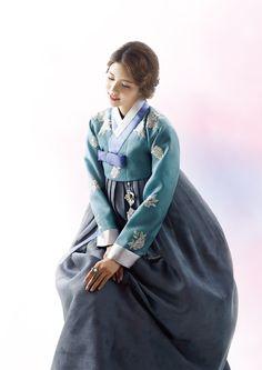 Mother's Hanbok Gallery – Rose Hanbok Korean Traditional Dress, Traditional Fashion, Traditional Dresses, Korea Dress, Modern Hanbok, Culture Clothing, Kawaii Dress, Korean Outfits, Korean Women