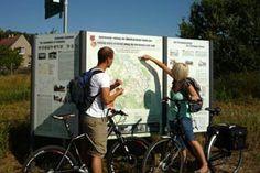 Oderbruchbahn-fietsroute. Heerlijk tocht door de Oderbruch  Deze langeafstandsfietsroute gaat van Fürstenwalde en Buckow naar Wriezen en Bad Freienwalde. De ADFC-kwaliteitsfietsroute die met vier sterren is bekroond, is een van de langste routes over voormalige spoorlijnen in Duitsland.