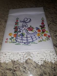 Hand Embroidery Dress, Embroidery Monogram, Hand Embroidery Stitches, Embroidery Patterns, Jacobean Embroidery, Needlework, Diy And Crafts, Embroidery Stitches, Linen Tablecloth