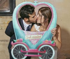 Photocall romántico fandi para bodas amorosas y divertidas Crafts With Pictures, Just Married, Photo Booth, Baby Strollers, Children, Wedding, Videos, World, Diy Photo Booth