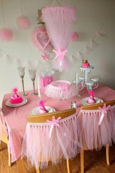 São 50 inspirações magníficas para deixar a festa infantil bailarina desde roupas, decoração, bolos e cupcake, mesa de atividades, lembrancinhas.