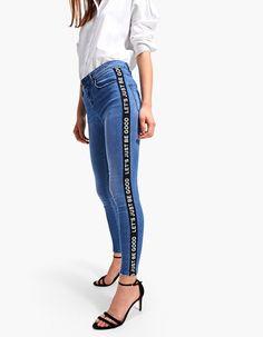 b1691c9f190c 91 fantastiche immagini su Pantaloni skinny nel 2019
