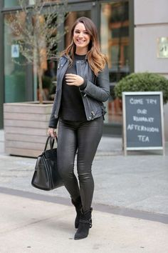 Kelly Brook in Leather Pants in New york city - Kelly Brook by Kelly Brook 2016, Kelly Brook Sexy, Kelly Brook Style, Kelly Brook Pics, Leather Pants Outfit, Leather Jeans, Outfits Otoño, Fashion Outfits, Womens Fashion