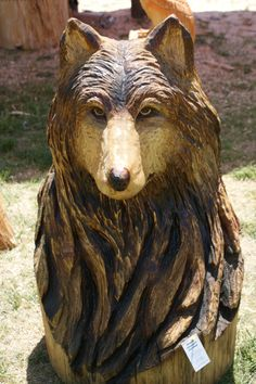 This wolf was awesome. All of this guys work was great. Chainsaw Wood Carving, Wood Carving Art, Wood Art, Wood Carvings, Tree Carving, Tree Trunks, Unusual Art, Wood Creations, Fauna