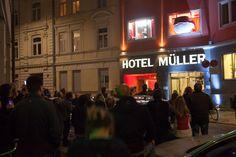 """""""Rotkäppchen vs. Der böse Wolf - Deutsche Romantik trifft Streetart""""    Rotkäppchen Inszenierung Museum, Broadway Shows, Angry Wolf, Staging, October, Museums"""