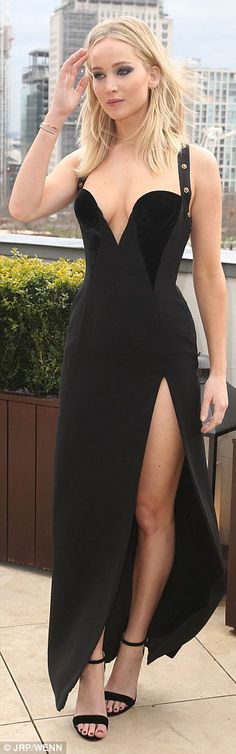 Jennifer Lawrence steals style from Elizabeth Hurley | Daily Mail Online