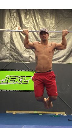 Danny Vagnini JEKLing it up with eagle grip pull-ups