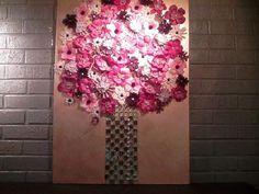 gluing loose silk flowers to art canvas Flower Painting Canvas, Flower Artwork, Diy Artwork, Diy Canvas Art, Flower Canvas, Diy Wall Art, Flower Wall, Diy Painting, Canvas Artwork