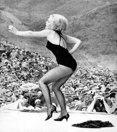 Joey Heatherton entertaining the troops in Vietnam as part of Bob Hope's USO Show(all she really needed to do was stand there!
