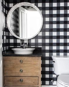 Small Powder Room with White and Black Gingham Wallpaper - Cottage - Bathroom Plaid Wallpaper, Of Wallpaper, Wallpaper Ideas, Wallpaper Patterns, Bathroom Wallpaper Trends 2019, Bedroom Wallpaper, Bathroom Trends, Bad Inspiration, Bathroom Inspiration