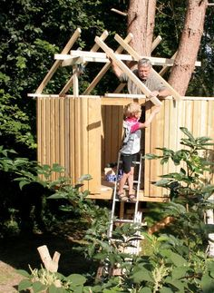 Gled barna med en hytte i treet Play Spaces, Porch Swing, Outdoor Furniture, Outdoor Decor, House, Home Decor, Hobbit, Decoration Home, Home