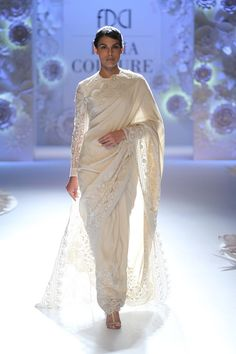 Rahul Mishra at India Couture Week 2016 Pakistani Dresses, Indian Sarees, Indian Dresses, Indian Outfits, Lace Saree, White Saree, Saree Blouse, Saree Jacket Designs, Blouse Designs