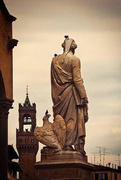 Statue de Dante sur piazza Santa Croce
