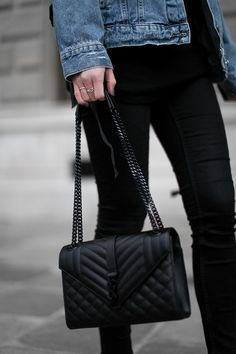 saint laurent YSL klassische große monogram satcheltasche aus schwarzem matelassé-ledermischgewebe mit grain de poudre struktur streetstyle vienna worry about it later