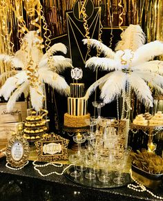 Great Gatsby Party Decorations & Ideas For A DIY Gatsby Theme Birthday - VCDiy Decor And More Party like Gatsby with these black and gold Great Gatsby birthday party decorations. Gatsby theme party decorations are great art deco theme party. Great Gatsby Party Decorations, Great Gatsby Themed Party, 1920 Theme Party, Diy 20s Decorations, Birthday Decorations, Party Decoration Ideas, Themed Parties, Party Party, Masquerade Party Decorations