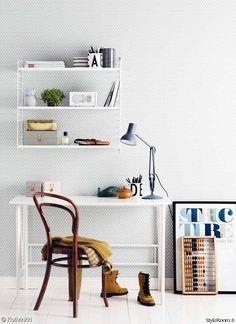 tuoli,pöytä,hylly,pöytälamppu,työhuone