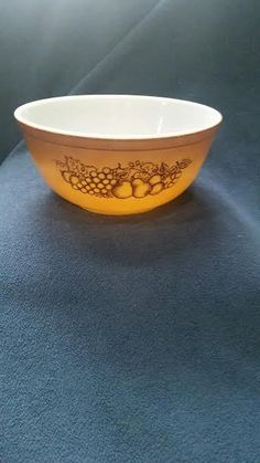 PYREX #403 2 1/2 qt. Old Orchard Trademark 2 Mixing Bowl #Pyrex