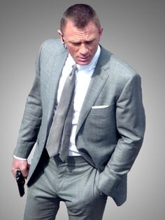 Suiting is something for which James Bond 007 is best known. In his entire journey he wore some of unique and stylish suits andtuxedowhich is liked by his beloved fans. In this movie at the time of portraying the role of Bond 007 Daniel Craig really sustain the class of James Bond clothing. Like all other movies Bond was looking elegant in his phenomenal suits and tuxedo.