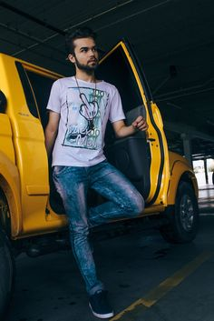 """t-shirt """"fuck money"""" + jeans + casual shoes Coke + anchor necklace + iPad + yellow van  #outfitpost #outfitoftheday #outfitinspiration #dailylook #look #lookoftheday #blogger #blog #fashion #fashionable #fashionblog #fashiongram #fashionista #fashionblogger #fashionstyle #instadaily #instalike #instastyle #inspiration #style #streetchic #streetwear #streetstyle #styleblogger #minimalism #minimalist #igdaily #instafashion"""