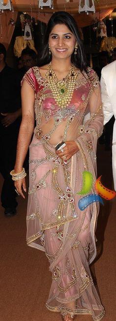 Net saree Blouse Models, Saree Models, Beautiful Saree, Beautiful Dresses, Sari Design, Indian Girls Images, Saree Navel, Indian Look, Indian Beauty Saree