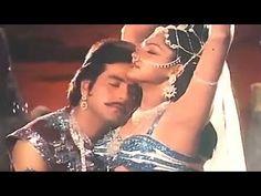 "Watch 80s superhit romantic song ""Komal Madhur Chatur"" from Qaidi."