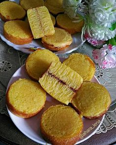 BIKA AMBON MINI Indonesian Desserts, Asian Snacks, Traditional Cakes, Sweet Pastries, Pudding Cake, Small Cake, Cake Cookies, Street Food, Bakery