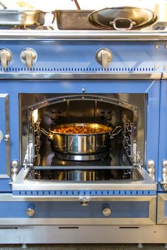Lammragout im La Cornue Backofen La Cornue, French Kitchens, Showroom, Sweet Home, Oven, Kitchen Appliances, Bathroom, Architecture, Beautiful